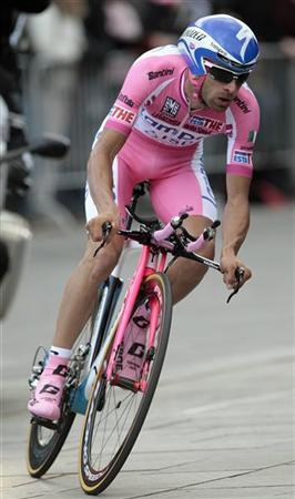Lampre-ISD rider Michele Scarponi of Italy rides during the opening time trial of the Giro d'Italia in Herning May 5, 2012. REUTERS/Stefano Rellandini