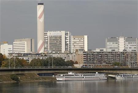A general view shows the headquarters of Swiss drugmaker Novartis behind apartment buildings on the borders of the Rhine River in Basel October 29, 2011. REUTERS/Arnd Wiegmann