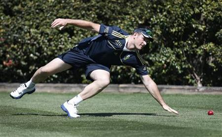 South Africa's captain Graeme Smith attempts to field the ball at Sydney Cricket Ground during a practice session October 31, 2012. REUTERS/Tim Wimborne