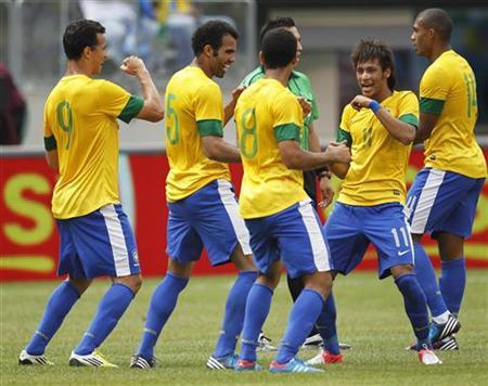 Brazil players Neymar (R), Romulo (2nd R), Sandro and Leandro Damiao (L) celebrate Romulo's first-half goal against Argentina during their international friendly soccer match in East Rutherford, New Jersey, June 9, 2012. REUTERS/Gary Hershorn