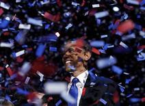 El número de asistentes fue menor al de hace cuatro años, y el recinto era cubierto, pero la fiesta de celebración del presidente de Estados Unidos, Barack Obama, en la madrugada del miércoles sí tuvo una cosa en común con la noche electoral de 2008: esperanza. En la imagen, Obama rodeado de confeti en Chicago el 6 de noviembre de 2012. REUTERS/Kevin Lamarque