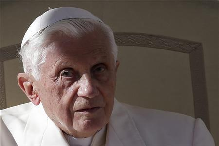 Pope Benedict XVI leads his Wednesday general audience in Saint Peter's square at the Vatican November 7, 2012. REUTERS/Tony Gentile