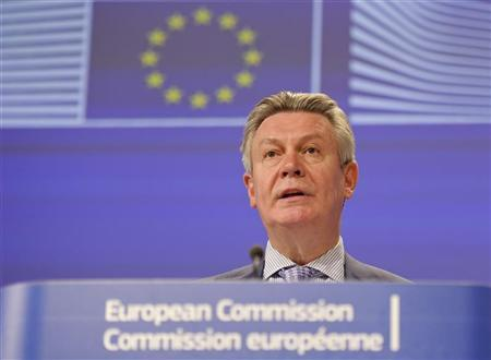 European Trade Commissioner Karel De Gucht addresses a news conference at the EU Commission headquarters in Brussels May 25, 2012. REUTERS/Laurent Dubrule