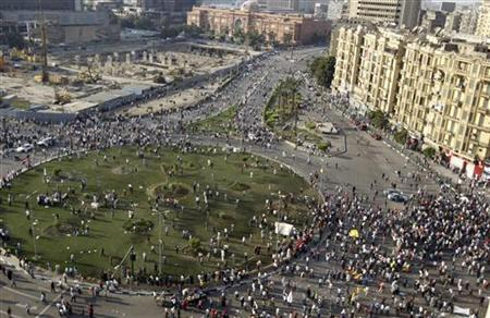 Opponents and supporters of the Muslim Brotherhood and President Mohamed Mursi gather in Tahrir square in Cairo, October 12, 2012. REUTERS/Mohamed Abd El Ghany/Files