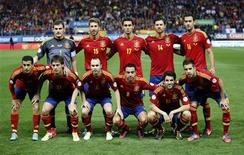 Seleção da Espanha posa antes do jogo de qualificação para a Copa do Mundo de 2014 contra a França, em Madri. O país ficou em primeiro lugar no ranking da Fifa. Foto de Arquivo. 16/10/2012 REUTERS/Juan Medina