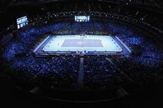 Londres organizará las finales del World Tour de la ATP hasta 2015 después de que la organización del tenis masculino anunciara el miércoles una renovación del contrato de dos años. En la imagen de archivo, la pista del O2 Arena durante las finales del World Tour de 2011. REUTERS/Toby Melville