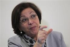 A ministra de Relações Institucionais, Ideli Salvatti, fala em coletiva de imprensa no Palácio do Planalto, em Brasília. A aprovação do polêmico projeto que modifica a distribuição de royalties de petróleo no Brasil e a ameaça de contestações judiciais não significam um risco para os leilões de áreas petrolíferas da ANP, programados para o ano que vem, disse nesta quarta-feira a ministra. 3/08/2012 REUTERS/Ueslei Marcelino