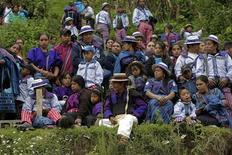 Guatemaltechi in costumi tradizionali, Todos Los Santos Cuchumatan, 1 novembre 2012. REUTERS/Jorge Dan Lopez
