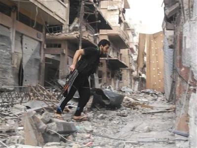 A Free Syrian Army fighter is seen in Al-khalidiya neighbourhood of Homs October 22, 2012. Picture taken October 22, 2012. REUTERS/Thaeir Al-Khalidah/Shaam News Network/Handout