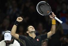 Tenista sérvio Novak Djokovic comemora após vencer de virada o britânico Andy Murray, durante o ATP World Tour Finals, nesta quarta-feira. Djokovic ficou perto de uma vaga nas semifinais do torneio, em mais um capítulo de uma crescente rivalidade entre os dois tenistas de 25 anos. 07/11/2012 REUTERS/Dylan Martinez