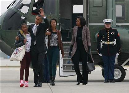 U.S. President Barack Obama, first lady Michelle Obama and their daughters Malia and Sasha (L) walk from Marine One to Air Force One in Chicago, November 7, 2012 following the U.S. presidential election. The first family are returning to Washington following Obama's second term win. REUTERS/Jason Reed