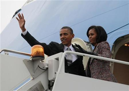 U.S. President Barack Obama and first lady Michelle Obama wave from Air Force One in Chicago, November 7, 2012 following the U.S. presidential election. REUTERS/Jason Reed