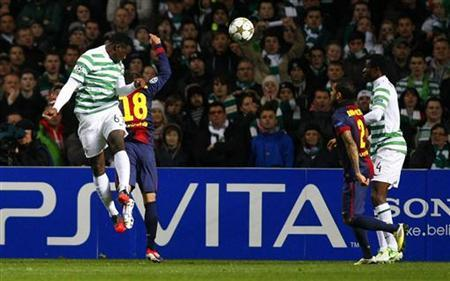 Celtic's Victor Wanyama (L) heads the ball to score a goal during their Champions League soccer match against Barcelona at Celtic Park stadium in Glasgow, Scotland November 7, 2012. REUTERS/David Moir