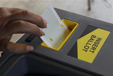 11月7日、米フロリダ州とアラバマ州で行われた選挙で、既に死亡した候補者が勝利するというハプニングがあった。ロサンゼルスの投票所で6日撮影(2012年 ロイター/Fred Prouser)