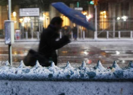 Snow rests on the entrance to the Wall St. subway station in New York's financial district, November 7, 2012. REUTERS/Brendan McDermid
