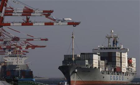 11月8日、財務省が発表した国際収支状況速報によると、9月の経常収支は5036億円の黒字となった。都内の港湾施設で9月撮影(2012年 ロイター/Kim Kyung Hoon)