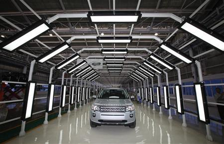 A Jaguar Land Rover Freelander 2 vehicle is displayed for the media at the company's plant in Pune, 190km (118 miles) south of Mumbai May 27, 2011. REUTERS/Danish Siddiqui/Files