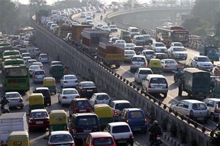 Traffic moves along a busy road in New Delhi January 11, 2011. REUTERS/B Mathur/Files