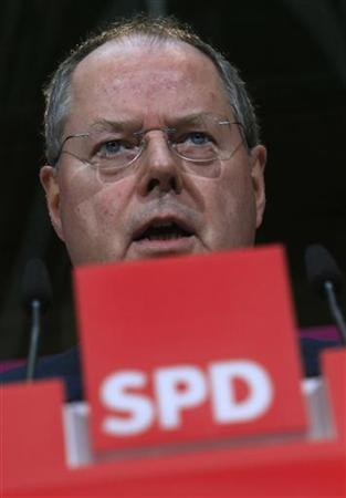 Peer Steinbrueck of the German Social Democratic party SPD addresses the media in Berlin October 30, 2012. REUTERS/Tobias Schwarz (GERMANY - Tags: POLITICS HEADSHOT)