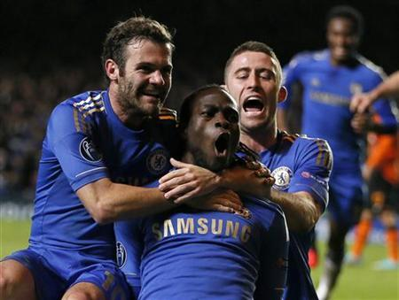 Chelsea's Victor Moses (C) celebrates with team mates Gary Cahill (R) and Juan Mata after scoring a goal during their Champions League Group E soccer match against Shakhtar Donetsk at Stamford Bridge in London November 7, 2012. REUTERS/Stefan Wermuth