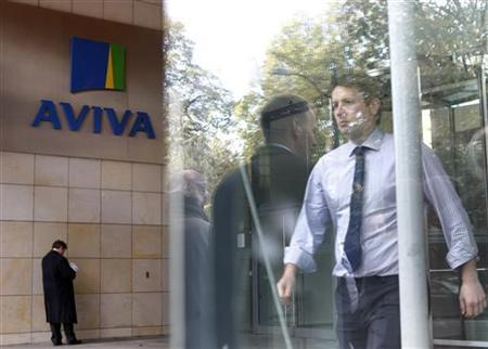 People enter and exit the AVIVA headquarters building in Dublin October 19, 2011. REUTERS/Cathal McNaughton