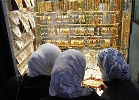 Women stand in front of a gold shop at al-Bzoria market in old Damascus April 17, 2012. REUTERS/Khaled al-Hariri/Files