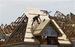 A builder works on the the roof of a new home under construction in the Montreal suburb of Brossard, August 10, 2010. REUTERS/Shaun Best