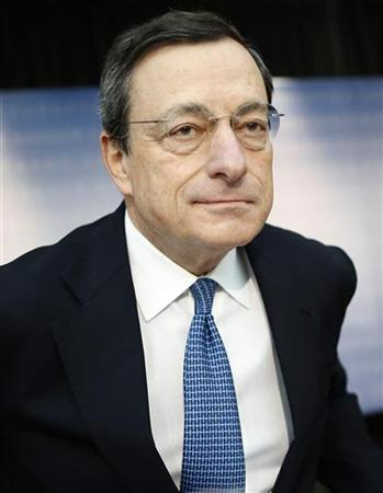 European Central Bank (ECB) President Mario Draghi arrives for a news conference in Frankfurt, November 8, 2012. REUTERS/Lisi Niesner (GERMANY - Tags: BUSINESS HEADSHOT)