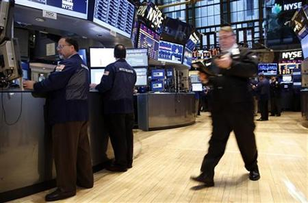 Traders work on the floor of the New York Stock Exchange, November 5, 2012. REUTERS/Chip East
