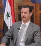 O presidente sírio Bashar al-Assad é fotografado durante entrevista com televisão russa em Damasco, em 2011. Bashar al-Assad, rejeitou qualquer sugestão de que possa fugir da Síria e alertou que qualquer intervenção militar ocidental para derrubá-lo teria consequências catastróficas para o Oriente Médio e o mundo. Foto de Arquivo. 30/10/2011 REUTERS/SANA/Handout