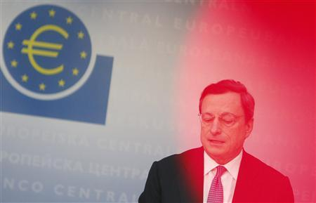 European Central Bank (ECB) President Mario Draghi gestures during a news conference in Frankfurt, November 8, 2012. REUTERS/Lisi Niesner