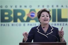 """A presidente Dilma Rousseff fala durante lançamento do Pacto Nacional para Alfabetização na Idade Certa no Palácio do Planalto. A presidente Dilma Rousseff disse nesta quinta-feira que a alfabetização infantil é uma """"urgência"""" para o país, e que a educação brasileira precisa ser construída sobre três pilares no ensino básico. 08/11/2012 REUTERS/Ueslei Marcelino"""