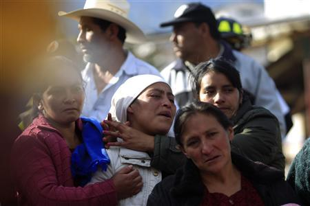 Relatives of Cruz Abel De Leon react when his body was found in a landslide triggered by a 7.4-magnitude earthquake, in El Recreo, in the outskirts of San Pedro Sacatepequez, in the San Marcos region, about 250 km (155 miles) south of Guatemala City, November 8, 2012. REUTERS/Jorge Dan Lopez