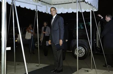 U.S. President Barack Obama smiles at reporters as he and his family return after his re-election, to the White House in Washington November 7, 2012. REUTERS/Jonathan Ernst