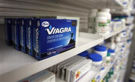 A box of Viagra, typically used to treat erectile dysfunction, is seen in a pharmacy in Toronto January 31, 2008. REUTERS/Mark Blinch/Files
