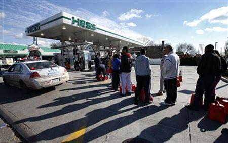 People stand in line with gas cans to fill at one of the few gas stations open on hard-hit Staten Island in New York City following Hurricane Sandy, November 2, 2012. REUTERS/Mike Segar