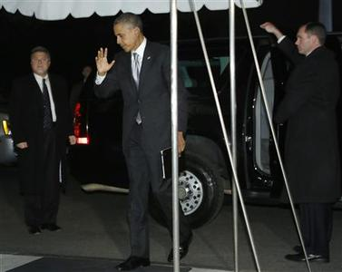 U.S. President Barack Obama waves at reporters as he and his family return after his re-election, to the White House in Washington November 7, 2012. REUTERS/Jonathan Ernst