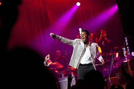 Jermaine Jackson of the musical group The Jacksons performs during the group's Unity Tour at the Apollo Theater in New York June 28, 2012.REUTERS/Andrew Burton