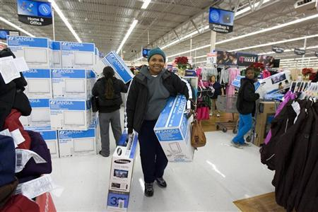 People shop at a Walmart store on ''Black Friday'' in Oakland, California, November 28, 2008. REUTERS/Kimberly White