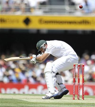 South Africa's captain Graeme Smith avoids a bouncer while batting against Australia during the first cricket test match at the Gabba in Brisbane November 9, 2012. REUTERS/Aman Sharma