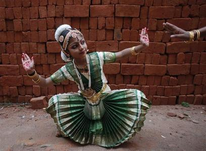 A school girl practices Bharatnatyam, an Indian classical dance, before a performance on the occasion of Mahashivratri festival in Thiruvananthapuram, Kerala February 20, 2012. REUTERS/Danish Siddiqui