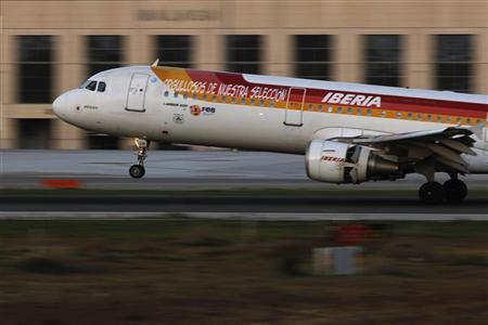 A Spanish Iberia Airlines aircraft lands during a pilot strike at Pablo Ruiz Picasso Airport in Malaga, southern Spain December 18, 2011. REUTERS/Jon Nazca