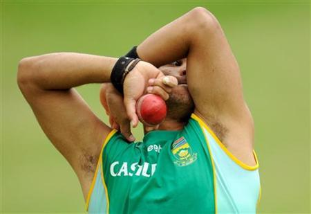 South Africa's JP Duminy bowls during a training session before the fourth cricket test match against England at the Wanderers ground in Johannesburg January 13, 2010. REUTERS/Philip Brown/Files