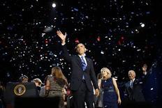 Presidente dos Estados Unidos Barack Obama se emocionou ao agradecer aos membros da equipe de campanha após a reeleição. 06/11/2012 REUTERS/Jason Reed