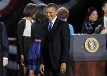 Un vídeo del presidente Barack Obama difundido el jueves por la organización de su campaña muestra a un Obama emocionado y con lágrimas en los ojos un día después de su reelección en un discurso de agradecimiento al personal y jóvenes voluntarios por el duro trabajo realizado. En la imagen, el presidente reelegido Barack Obama sonríe a sus seguidores tras pronunciar su discurso de victoria en la noche electoral, en Chicago, el 7 de noviembre de 2012. REUTERS/Jim Bourg