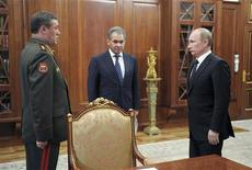 Russian President Vladimir Putin (R) speaks with newly appointed armed forces Chief-of-Staff Valery Gerasimov (L) and Defence Minister Sergei Shoigu during their meeting in Moscow's Kremlin November 9, 2012. REUTERS/Alexsey Druginyn/RIA Novosti/Pool