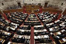Parlamento grego aprovou novas medidas de austeridade na quarta-feira para atender requisitos para liberação de novo pacote de ajuda internacional. 07/11/2012 REUTERS/Yorgos Karahalis