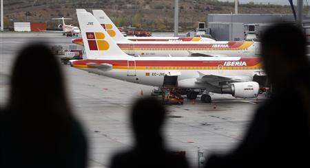Iberia airplanes are parked on the tarmac at Madrid's Barajas airport November 9, 2012. REUTERS/Sergio Perez