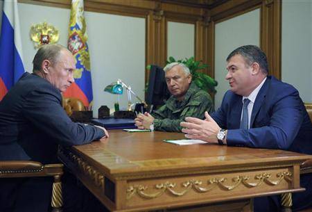 Russia's President Vladimir Putin (L) meets with then Chief of Staff General Nikolai Makarov (C) and Defence Minister Anatoly Serdyukov at the Bocharov Ruchei state residence in Sochi September 21, 2012. REUTERS/Alexsey Druginyn/Ria Novosti/Pool