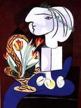 """Quadro """"Nature morte aux tulipes"""" de Pablo Picasso em exibição em Nova York, em maio de 2000. Um retrato da amante de Picasso, pintado em 1932, foi vendido na quinta-feira por 41,5 milhões de dólares pela casa Sotheby's, contribuindo para que uma venda de obras modernas e impressionistas atingisse o total de 163 milhões de dólares. 09/05/2000 REUTERS/Divulgação"""